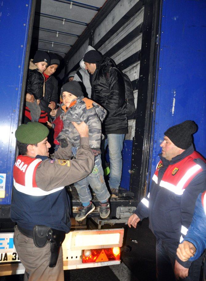 TIR dorsesinden 100'e yakın Suriyeli umut yolcusu çıktı