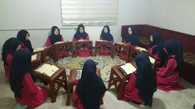 Müftü Karabayır Sümbül Valide Kur'an Kursu Hafızlarını Ziyaret Etti