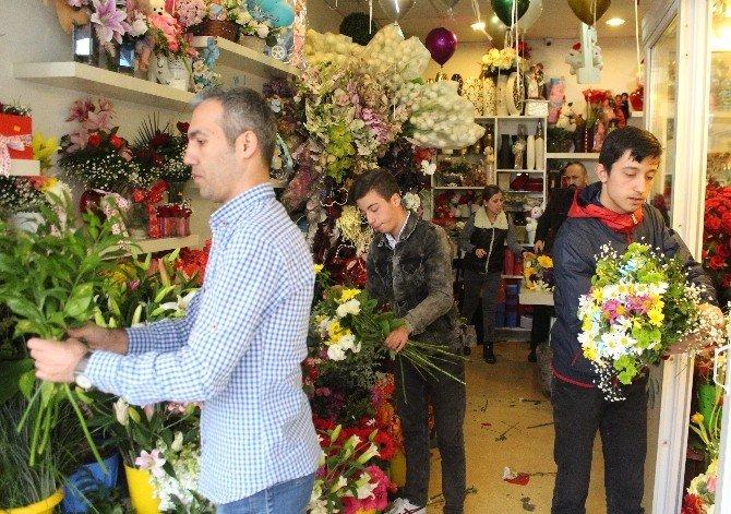 Çiçekçilerde '14 Şubat' Yoğunluğu