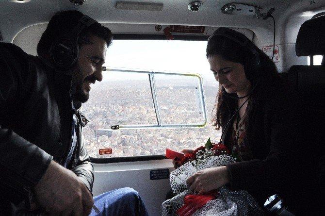 Kız Arkadaşına Helikopterde Evlenme Teklif Etti