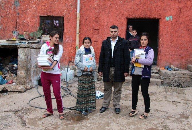 Çatışmalarda Yanan Kitaplarına Üzülen Hacer'e Yardım Eli Uzandı