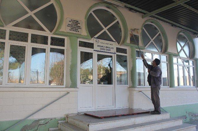 Urganlı'nın Camii De Belediyeyle Yenilendi