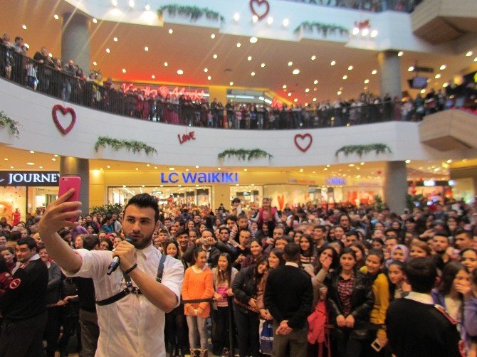 Emre Kaya'ya İzmir'de Sevgi Seli