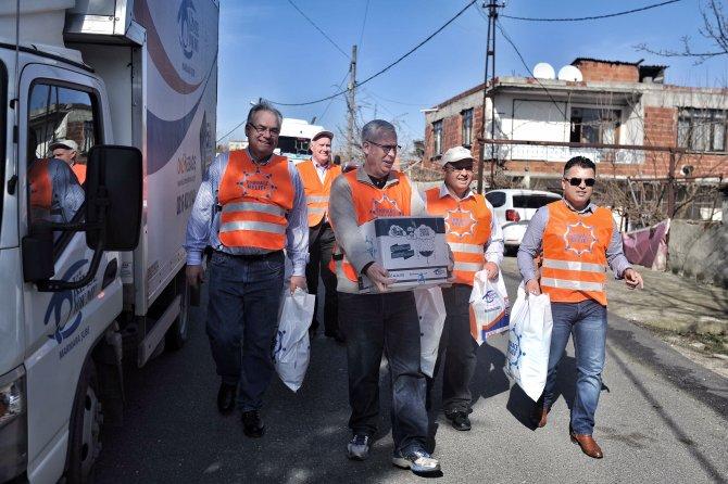 ABD'li belediye başkanları yardım dağıttı