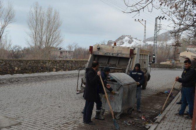 Adilcevaz Belediyesi'nden Temizlik Çalışması