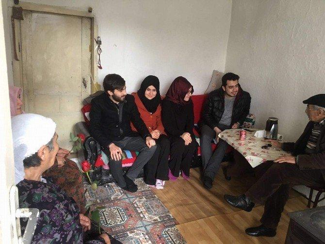 AK Parti Gençliği Yaşlı Ve Kimsesizleri Ziyaret Etti