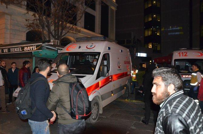 Gazetecileri engellemeye çalışan güvenlikçilere vatandaşlar tepki gösterdi
