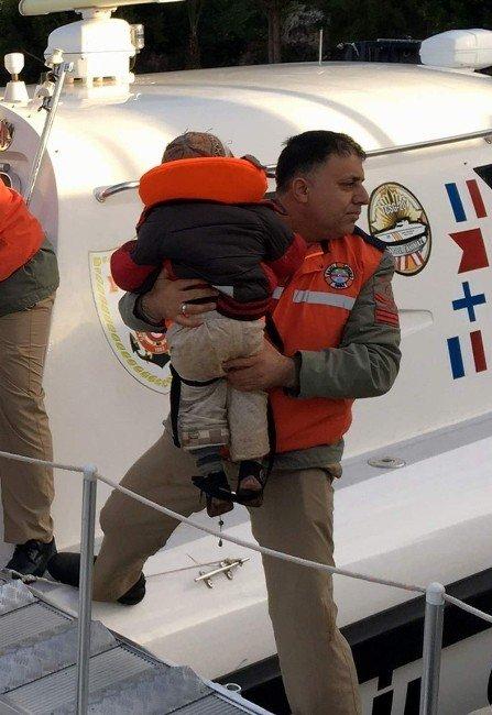 Lastik Botla Meis Adasına Geçmek İsteyen 57 Göçmen Yakalandı
