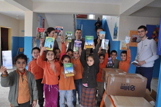 Doğa Koruma Ve Milli Parklar Şubesi'nden Köy Okulu Kütüphanesine Kitap Bağışı