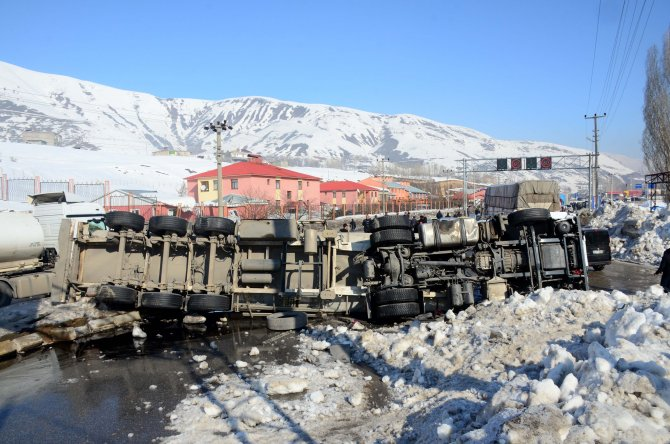 Bitlis'te iki ayrı trafik kazası: 5 yaralı