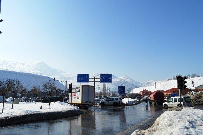 Bitlis'te Buzlanma Nedeniyle Tır'lar Devrildi