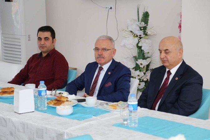 BÜ Rektörü Karacabey Yabancı Diller Bölümü Öğretim Elemanları İle Bir Araya Geldi