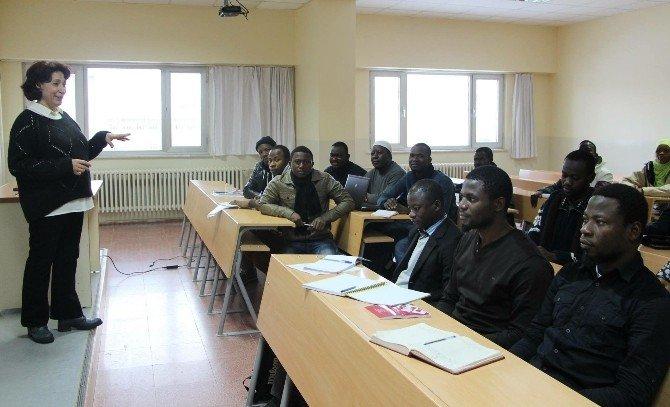 Elazığ'da Ganalı Öğretmenler Eğitim Almaya Başladı