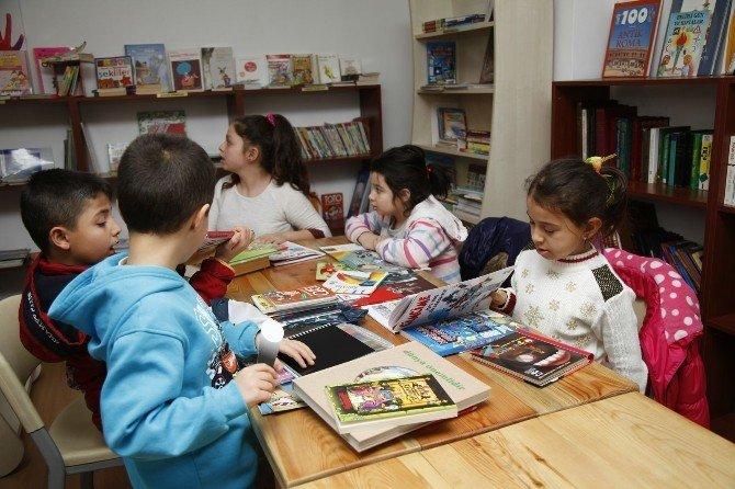 Fakir Baykurt Halk Kütüphanesi'ne Yoğun İlgi