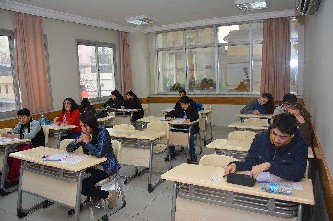 """Öğrenciler """"Gelecek"""" Sınavında"""