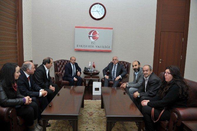 Eskişehir Hacı Bektaş Veli Kültür Ve Sosyal Yardımlaşma Derneği'nin Yeni Yöneticileri Vali Tuna'yı Ziyaret Etti