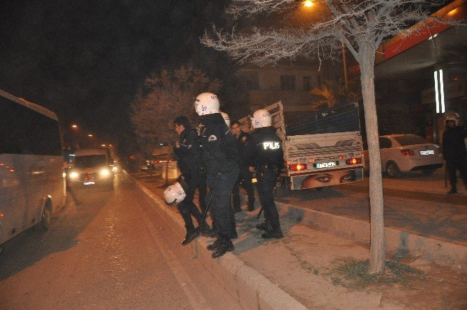 Nizip'te Taşlı Sopalı Kavga: 1'i Polis 3 Yaralı