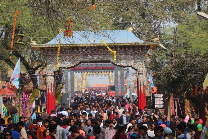 Hindistan'da 23 ülkenin el sanatlarını sergilediği festivale yoğun ilgi