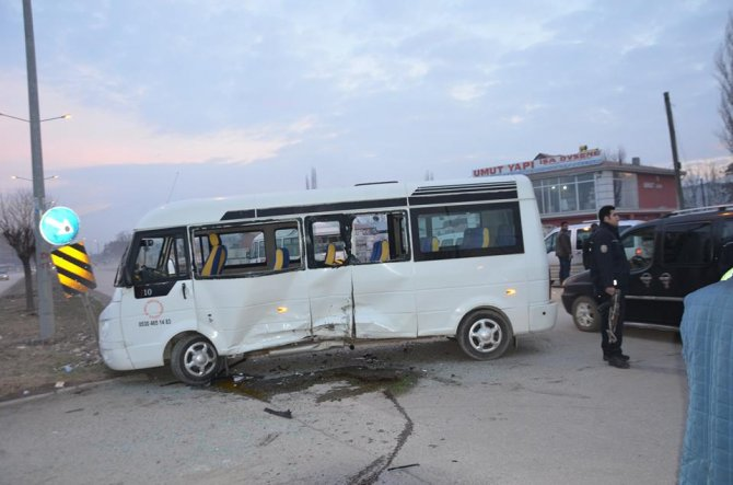 Iğdır'daki trafik kazasında 3 öğrenci yaralandı
