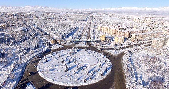 Büyükşehir, 16 Milyon 865 Bin Metrekare Kar Temizliği Yaptı