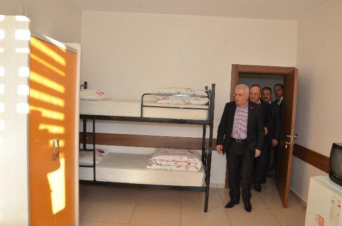 Ekonomi Bakanı Sayın Elitaş'tan Şehit Polis Memurunun Baba Evine Taziye Ziyareti