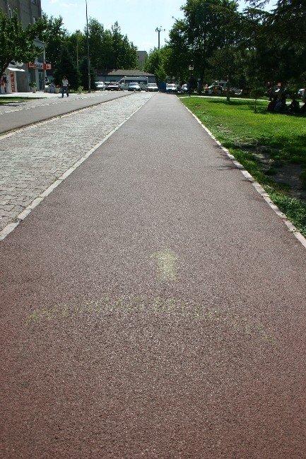 Çocuk Oyun Alanları Ve Yürüyüş Yollarına 5000 M2 Dökme Tartan Pist Yaptırılacak