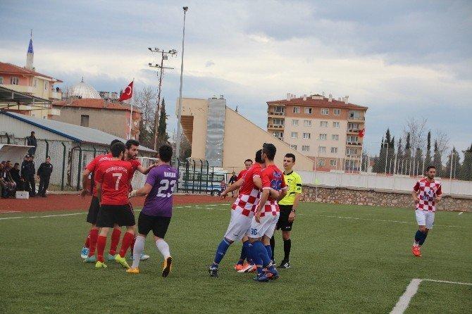 Maçın 90'ıncı Dakikasında Futbol Sahası Boks Ringine Döndü