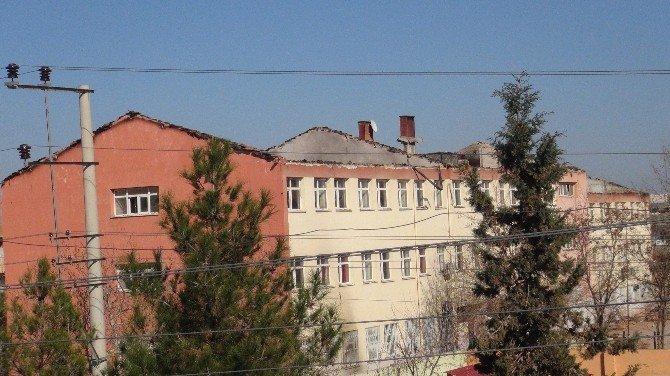 Teröristlerin Yaktığı Okullar Kullanılamaz Hale Geldi