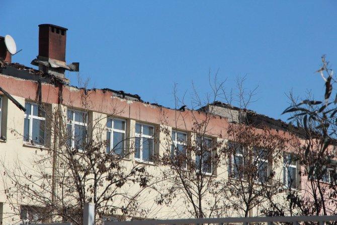 Nusaybin'de yakılan okulun öğrencileri okula gidemedi