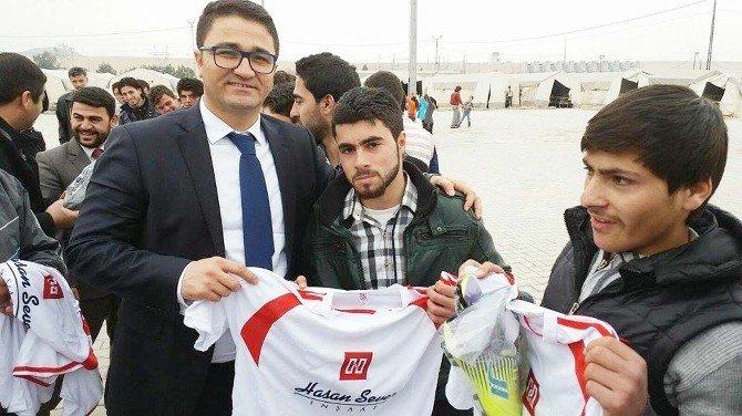 Suriyeli Gençlere Spor Malzemesi