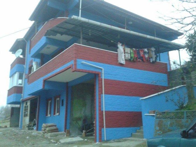 Fanatik Trabzonsporlu, evini bordo maviye boyattı