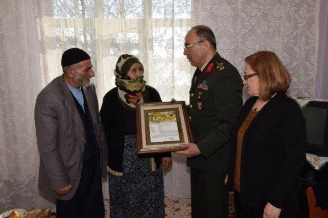Şehit Kayveni'nin Şehadet Belgesi Ailesine Verildi