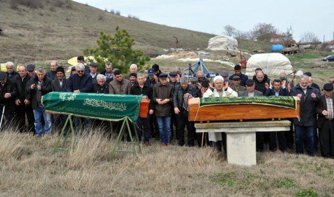 Sevgililer Günü'nde ölen yaşlı çift yan yana toprağa verildi