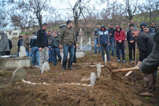 Siirt'te 2 katlı evin çökmesiyle hayatını kaybedenler toprağa verildi