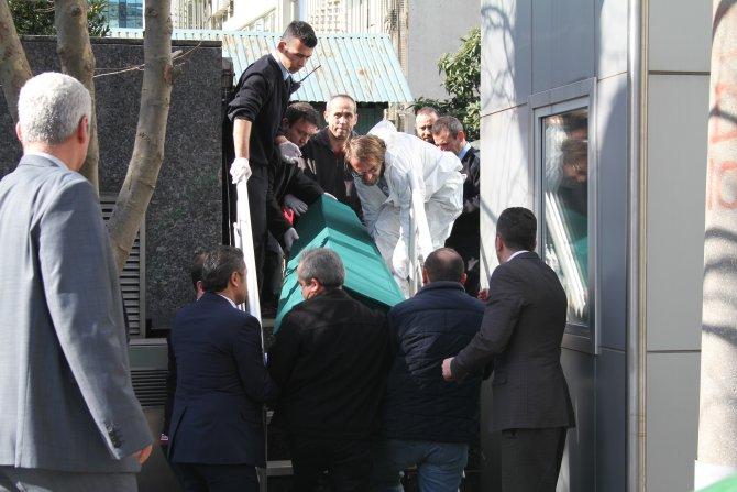 Çalıştığı plazanın terasından düşerek can verdi