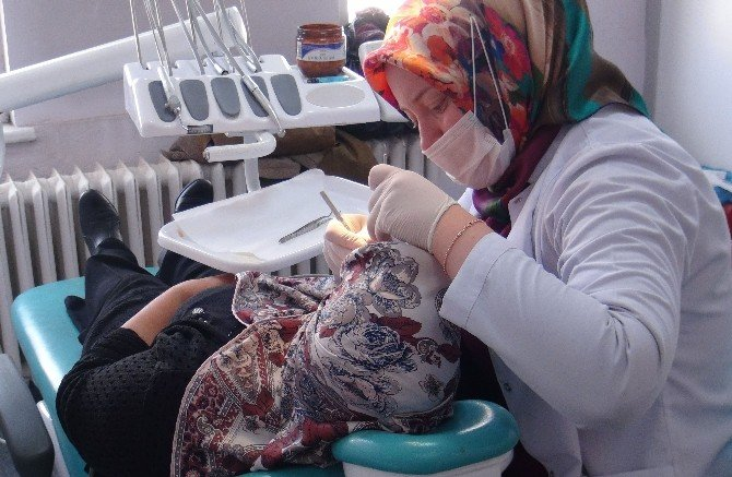 Tatvan'da Günlük 200 Hastaya Diş Sağlığı Hizmeti Veriliyor
