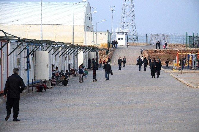 TBMM Dışişleri Komisyonu Başkanı Özhan, Mülteci Kampını Ziyaret Etti