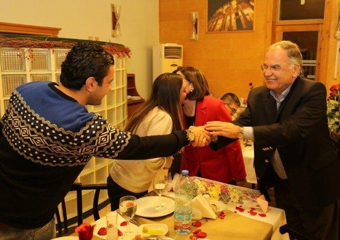 Başkan Bakıcı Sevgililer Gününde Genç Çiftin Yüzüklerini Taktı