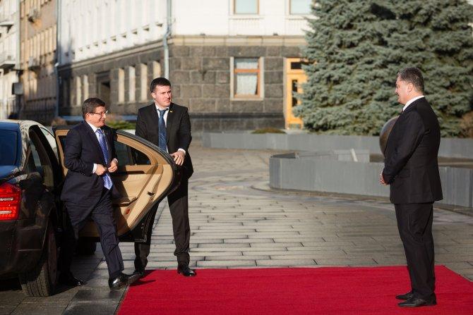 Poroşenko, Davutoğlu ile görüştü