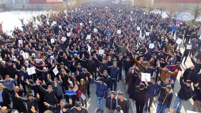 Van'da Öcalan'ın Türkiye'ye getirilişinin yıl dönümü protesto edildi