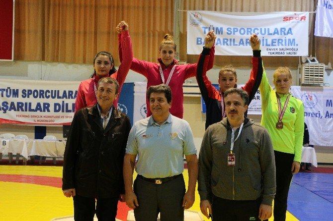 Yalovalı Bayan Güreşçiler Madalyaları Silip Süpürdü
