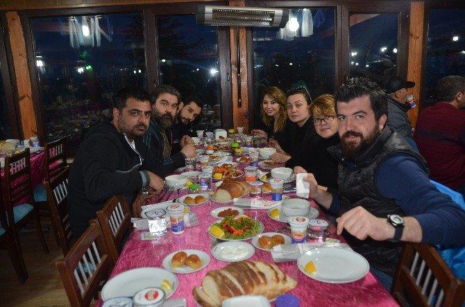 Başkan Vekili Nihat Can, ''Sevdan Gözlerimde Kaldı'' Filmi Oyuncularıyla Bir Araya Geldi