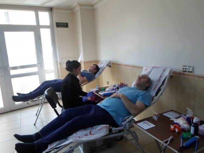 Zonguldak'ta dershane öğrencileri ve personellerinden kan bağışı