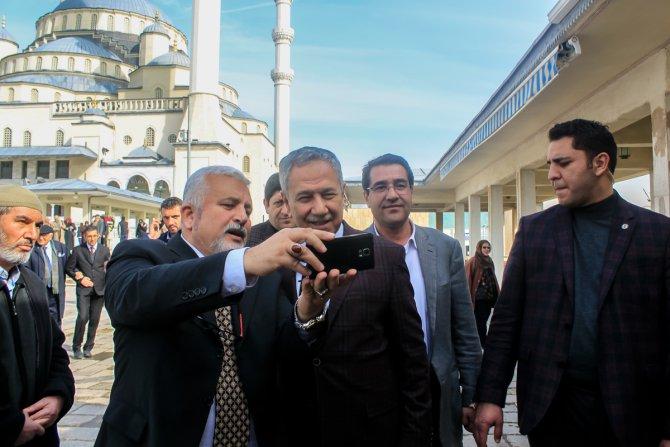 Son 40 yıla damga vuran siyasetçiler, Karataş'ın cenazesinde bir araya geldi