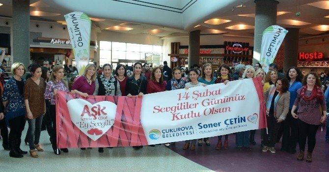Sevgililer Günü'nde 'Flash Mob' Sürprizi
