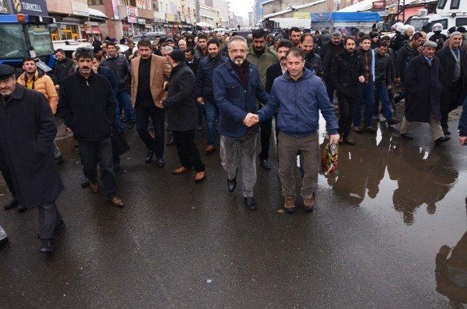 """Sakık: """"Dolmabahçe'de Yıkılan Masa Tekrar Hayat Bulmalı"""""""