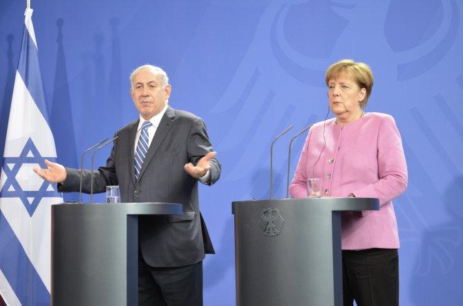 Merkel: Türkiye ile varılan anlaşmanın uygulanması için var gücümle çalışacağım