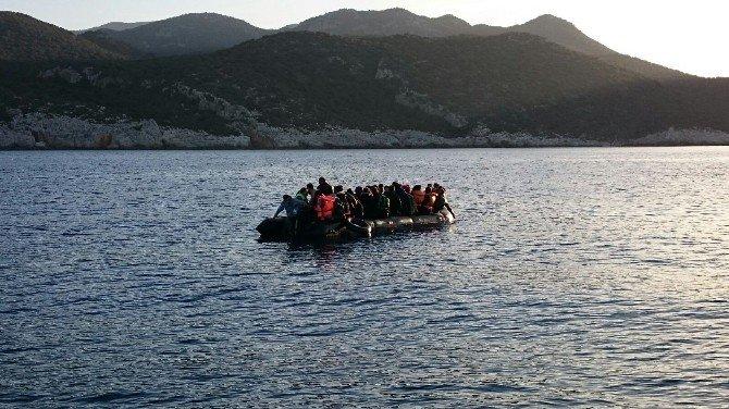 Kaş'tan Meis'e Geçmeye Çalışan 51 Suriyeli Göçmen Yakalandı