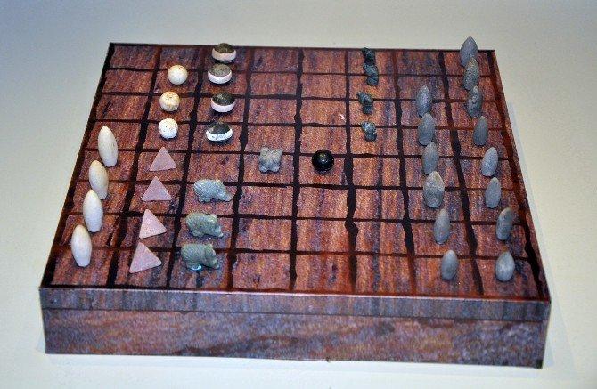 Milattan Önce 3000'li Yıllara Ait Oyun Taşları Bulundu