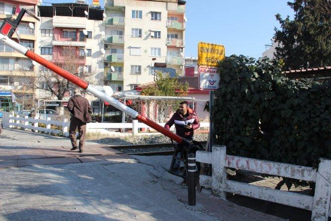 Belediyeye devredilen hemzemin geçitlerdeki taşeron firma elemanları çıkarıldı